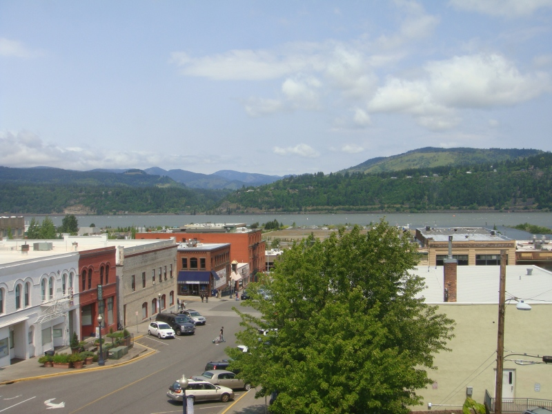 The city of Hood River, on the Columbia River