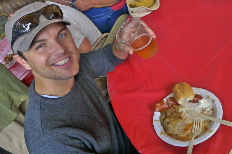 Jeff downing a zestaw (combo plate of pierogi, golabki, kielbasa and bigos)