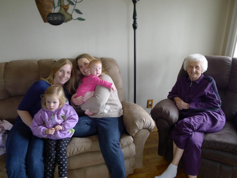 Lori, Ava, Mom, Macy and Grandma Ratajczak