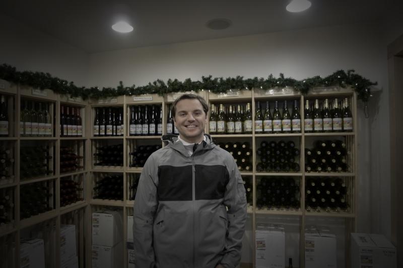 Jeff browsing the wines at Leelanau Wine Cellars
