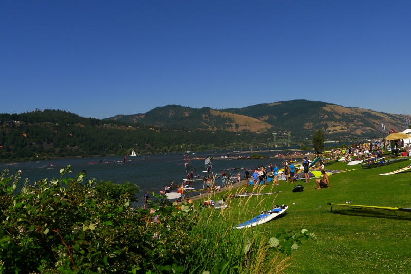 The hoards of kite-boarders and windsurfers at Hood River Waterfront Park
