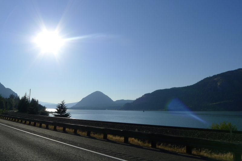 Blue skies over the Columbia River Gorge
