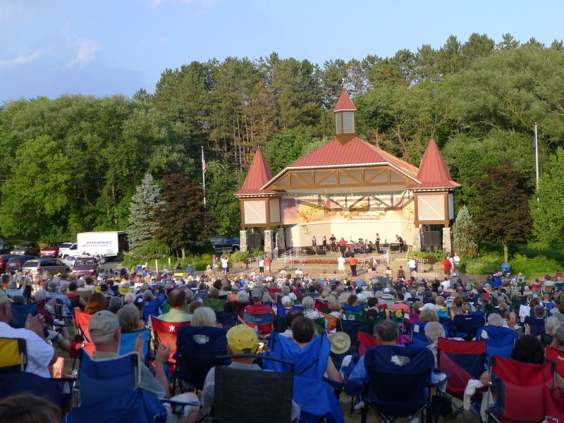 Quite the crowd at Frankenmuth's Sunday evening concert, Neil Diamond impersonator
