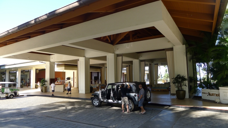 Packing up the rental Jeep Wrangler in front of our hotel lobby - goodbye, Maui!