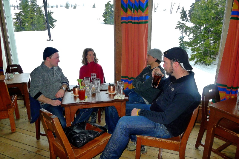 Quiet and sleepy happy hour at Timberline Lodge